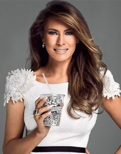 First lady Melania Trump turns heads 'eating' jewelry on the cover of Vanity Fair Mexico - AOL Lifestyle Melania Knauss Trump, Trump Melania, Donald Und Melania Trump, First Lady Melania Trump, Donald Trump, Melania Trump Hair Color, Ivanka Trump, Milania Trump Style, Milania Trump Hair