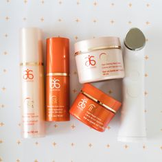 This high-tech tool makes your skincare products work smarter by helping to apply the product more evenly than with your fingertips. Partnered with the powerful #RE9 Advanced collection, the combo is setting the new standard for skincare. #Arbonne #GeniusUltra #Skincare