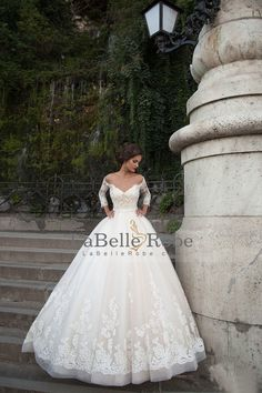 2016 Bateau robes de mariée à manches 3/4 Avec Applique Tulle