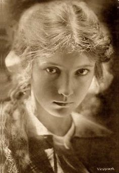 Bessie Love. Another silent star who started young. Here she is at eighteen when she started, being born in 1898. She managed to continue a stuttering career into the talkie era, eventually living in Britain in order to find work.