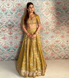 sara ali khan in a beautiful lehenga Choli Designs, Lehenga Designs, Indian Dresses, Indian Outfits, Jayanti Reddy, Indian Bollywood Actress, Bollywood Actors, Sara Ali Khan, Indian Celebrities
