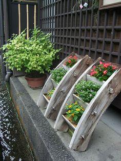 Nice planters, Japanese-style.
