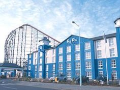 Blackpool The Big Blue Hotel United Kingdom, Europe The Big Blue Hotel is conveniently located in the popular South Shore area. The hotel has everything you need for a comfortable stay. 24-hour room service, facilities for disabled guests, Wi-Fi in public areas, car park, room service are on the list of things guests can enjoy. Each guestroom is elegantly furnished and equipped with handy amenities. The hotel's peaceful atmosphere extends to its recreational facilities which i...