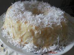O Bolo de Tapioca Gelado fica pronto em 20 minutinhos. Depois é só colocar na geladeira e saborear essa delícia. Experimente!