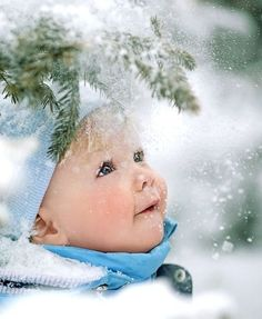 I don't like winter at all. but I LOVE this winter photo. Precious Children, Beautiful Children, Beautiful Babies, Winter Photography, Children Photography, Christmas Photography, Baby Pictures, Cute Pictures, Cute Kids