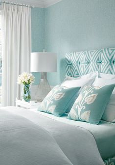 Thibaut (House of Turquoise) Thibaut. Loving the sere. - Thibaut (House of Turquoise) Thibaut. Loving the serene feeling This - House Of Turquoise, Bedroom Turquoise, Turquoise Headboard, Turquoise Home Decor, Turquoise Bedroom Walls, Tiffany Blue Bedroom, Aqua Walls, White Headboard, White Curtains