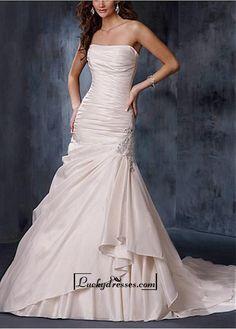 A Fabulous Taffeta Straight Neck Wedding Dress