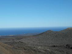 Blick über die Feuerberge ins Meer
