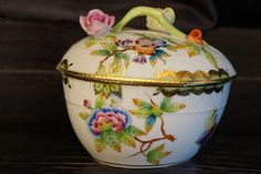 Herend large heart bon bon box with Queen Victoria pattern from 1950s.