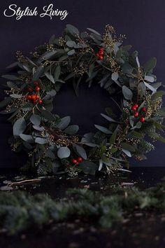 Homemade: DIY Nobilis Eucalyptus Wreath Stylish living – Famous Last Words Christmas Ornament Wreath, Vintage Christmas Ornaments, Christmas Decorations, Holiday Decor, Diy Crafts To Do, Holiday Crafts For Kids, Holiday Mood, Christmas Mood, Wreath Crafts