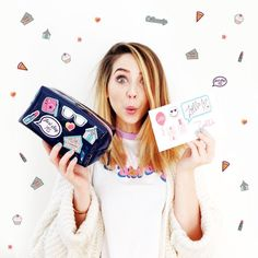zoella w// her new makeup bags Popular Youtubers, British Youtubers, Zoella Beauty, Jack Maynard, Zoe Sugg, Vlog Squad, Girl Online, Role Models, New Hair