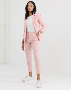 Find the best selection of ASOS DESIGN Linen Clean Cigarette Pants. Shop today with free delivery and returns (Ts&Cs apply) with ASOS! Summer Work Outfits, Casual Work Outfits, Business Casual Outfits, Mode Outfits, Work Attire, Fashion Outfits, Pink Suits Women, Costume En Lin, Jeans Rosa