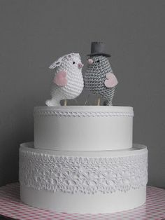willewopsie blog--this website is in Dutch, but this is too adorable! For a wedding cake/anniversary! So cute!