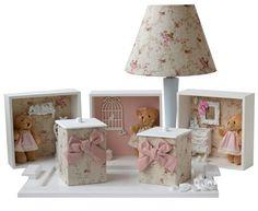 Lindo kit para decorar quarto de bebê! Foto: Bambole Store Veja aqui mais dicas de produtos: http://mamaepratica.com.br/2015/02/27/5-temas-coringas-para-decorar-o-quarto-de-bebe-bambole-store/