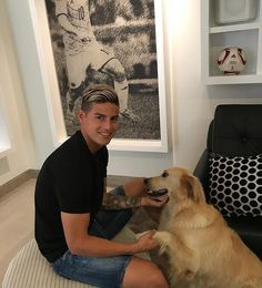Though to be fair, soccer players aren't known for their great sense of style. Mans Best Friend, Best Friends, James Rodriguez Colombia, Football Latest, James Rodrigues, Real Madrid Bayern Munich, Equipe Real Madrid, Making The Team, World Football