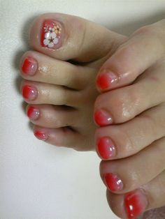 Out of sheer hype around the fingernails nail of the toe is often forgotten. It also should be well maintained, no matter what time of year is