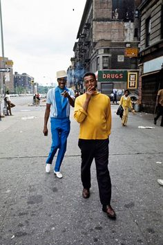 Un joli regard sur le Harlem des années 1970, capturé grâce à la street photography de Jack Garofalo, un photographe français envoyé à New York pour Paris Match, qui a passé six semaines à déambuler dans les rues du célèbre quartier de Harlem.