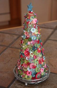 Simple handmade Christmas craft I really like this. I want to make one to put on my Desk. #Christmas Crafts