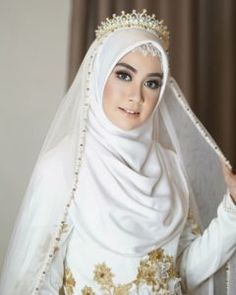 Beautiful Bride ❤❤ Beautiful Bride ❤❤ Check more at wedding. Muslim Wedding Gown, Hijabi Wedding, Wedding Hijab Styles, Kebaya Wedding, Muslimah Wedding Dress, Muslim Wedding Dresses, Muslim Brides, Wedding Gowns, Beautiful Hijab