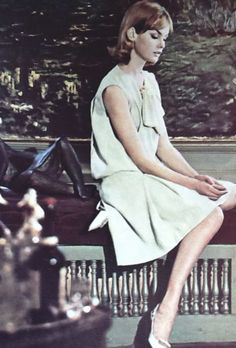 Jean Shrimpton photographed by Norman Parkinson for Queen magazine, May 1962 (Scan thanks to Jane Davis) Glamour Magazine, Vogue Magazine, Second World, First World, 1960s Fashion, Vintage Fashion, Fashion Through The Decades, Jean Shrimpton, Youth Culture