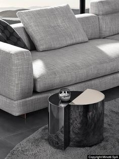 The Shields table is marked by a strong sculptural imprint which recalls examples of contemporary sculpture of the Seventies. Minotti Furniture, Den Furniture, Bernhardt Furniture, Furniture Design, Furniture Ideas, Art Design, Sofa Design, Interior Design, Hygge
