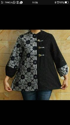 Batik Kebaya, Batik Dress, Tunic Designs, Kurta Designs, African Fashion Dresses, African Attire, Blouse Batik Modern, Batik Blazer, Big Size Fashion