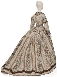 Robe habillée vers 1860, Paris Les Arts Décoratifs, collection Mode et Textile © Jean Tholance (1864-1870? crinoline takes on bell shape with volume shifting to the back in anticipation of the bustle)
