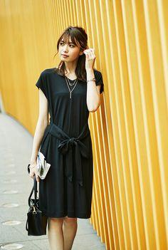 ベルテッドロングT Short Skirts, Short Sleeve Dresses, Japanese Beauty, Office Fashion, Female Images, Modest Outfits, Dress Codes, Fashion Pants, Frocks