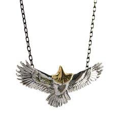 Pra iniciar a semana com inspiração no colar masculino Klauk. Coleção de águias em opções com detalhes ouro e bronze. Detalhes dos colares e disponíveis em nossa loja. www.klauk.com.br #acessoriosmasculino #colarmasculino #modamasculina #modamasculinastyle #colardecouro #pulseiramasculina #pulseirasmasculinas #pulseiradecouro #pulseiradecouromasculina #correntemasculina #klauk #lookdodia #modamascstyle #braceletsformen #braceletleather #braceletemasculino