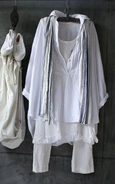 Love the blend of cotton layers- would feel cool on a late summer day. Summer Dress Outfits, Cool Outfits, Casual Outfits, Fashion Outfits, Mature Fashion, Mode Vintage, Linen Dresses, Plus Size Outfits, Pullover