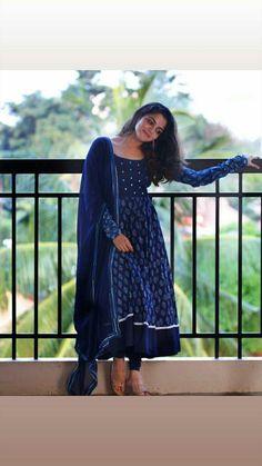 Salwar Designs, Kurti Neck Designs, Kurta Designs Women, Kurti Designs Party Wear, Blouse Designs, Latest Kurta Designs, Dress Designs, Indian Fashion Dresses, Dress Indian Style