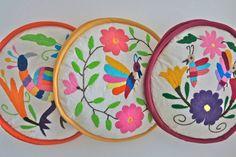 """redartesanalchimalma: """" Te presentamos estos hermosos tortilleros con bordados tradicionales de Tenango hechos por artesanas de la región. ¡Viste de magia mexicana tu cocina! Ventas, dudas e informes..."""