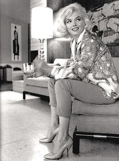 Miss Marilyn Monroe, 1962 in her home...  what style..