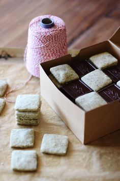 Earl Grey Shortbread Squares // HonestlyYUM