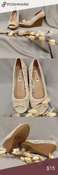American Eagle payless Off white wedge heels with lace embroidery. Worn 1x. American Eagle By Payless Shoes Heels