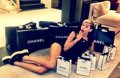 Miley Cyrus Chanel London photos shopping