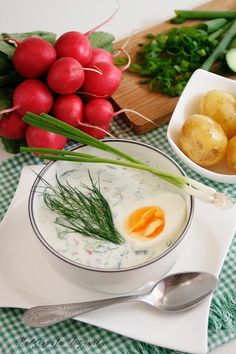 Chłodnik ogórkowo-koperkowy z rzodkiewką i jajkiem | DAYLICOOKING sprawdzone i proste przepisy - blog kulinarny Russian Recipes, Russian Foods, Soup Recipes, Food And Drink, Eggs, Cooking, Breakfast, Blog, Paper
