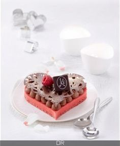 2016 La Maison Kayser -Entremets St Valentin : mousse gianduja, pâte de chocolat et de noisettes torréfiées, crémeux gingembre et crumble à la noisette. Tarifs : 6,5€ l'entremets individuel, 13€ l'entremets 2 personnes.