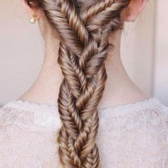 This is such an amazing #braid and really not very hard to do either! Posted by Sarah J @Bloom.COM #fishtail #ponytail