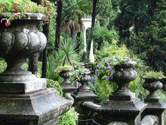 Italian gardens.  Lake Como. Balinese Garden, Tuscan Garden, Italian Garden, Mediterranean Garden, Amazing Gardens, Beautiful Gardens, Garden Inspiration, Garden Ideas, Beautiful Flowers Garden