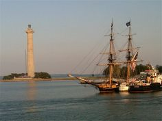 The tall ship Niagara and Perry's Monument