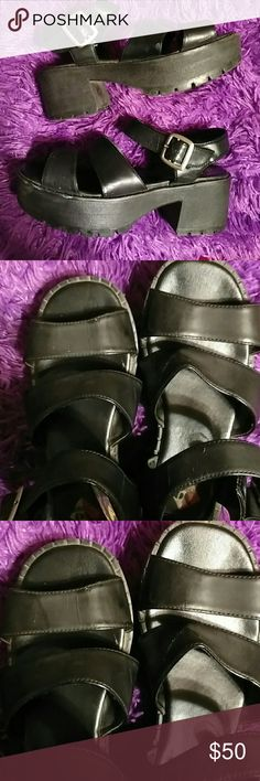 Vintage 90s black chunky platform shoes No boundaries brand the condition is well for age minor scuff but nothing is missing all.black platform candles around the strap size 8.5 but these are open toe so a 9 can fit for space well worn loved  gotta wear them or keep a mold in them to keep the shape these look great silver buckle awesome spice girl type 90s grunge goth kawaii style so rare Karla style 8.5  ?Shoes dusty I will clean  Platform  2.5 back heel straps are great there's creases…