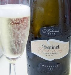 #Fantinel wishes you a #joyful #PreChristmas #weekend! #oneandonly #prosecco #vintage #brut #cheers #bubbles #glass #elegance #fvg #italy #wine #winetime #winelover #wineoclock