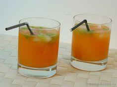 Du suchst nach einem neuen Rezept für deinen Aperol-Spritz? Wie wäre es dann mit dieser Cocktail Variant - Orangensaft und Koriander passen wunderbar dazu! Limoncello, Spritz Drink, Cocktails, Panna Cotta, Ethnic Recipes, Desserts, Food, Orange Juice, New Recipes