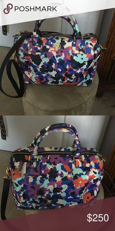 Satchel bag Robinson oceanic satchel bag with crossbody leather strap! Internal zipper and 2 pockets as well as side pockets Tory Burch Bags Shoulder Bags