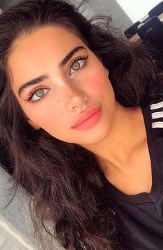 Beauty Make-up, Beauty Women, Hair Beauty, Brunette Beauty, Most Beautiful Eyes, Auburn Hair, Natural Makeup Looks, Grunge Hair, Pretty Eyes
