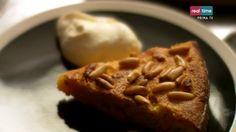 """La ricetta della torta di carote veneziana con crema di mascarpone di Nigella Lawson, dell'ottava puntata di """"Cucina con Nigella"""", su Real Time."""