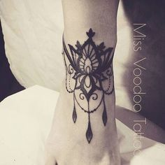 Beautifull lace tattoo by Miss Voodoo #tattoo #tatouage #ink #lace #dentelle #inked #Inkage