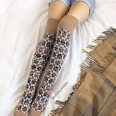 Ravelry: vikkyzm's knee-highs argyle Knitting Stiches, Knitting Charts, Knitting Socks, Knitting Patterns, Knit Socks, Cool Socks, Awesome Socks, Thigh High Socks, Fair Isle Knitting
