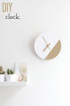 Wall clock are one of the best decoration materials that make stylish your home! You can our article if you want to see 28 different DIY wall clock ideas! Diy Clock, Clock Decor, Diy Wall Decor, Diy Home Decor, Clock Ideas, Diy Wall Clocks, Clock Wall, Mur Diy, Cadre Diy